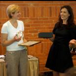 Apdovanojimo įteikimas, iš kairės: WSA nacionalinė ekspertė ir pasaulinės žiuri narė Ieva Žilionienė, Rūta Mickienė, Informacinės visuomenės plėtros komiteto prie Susisiekimo ministerijos koordinatorė Renata Greičiūtė.