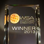 Aqua Lingua - Pasaulio viršūnių apdovanojimų (WSA) konkurso laimėtojas e. pramogų ir gyvenimo būdo kategorijoje.