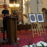 Rūta Mickienė pristato Aqua Lingua idėją bei J.E. Prezidentės sveikinimą Vadovų klubo nariams paverstą dviem skirtingos formos vizualizacijomis.