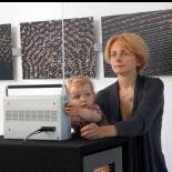 Rūta Mickienė su dukra Meda prie vizualizavimo įrangos.
